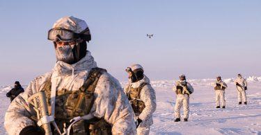 Militares rusos en el artico